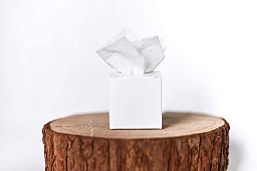 Kleine weiße Boxen mit Loch im Deckel