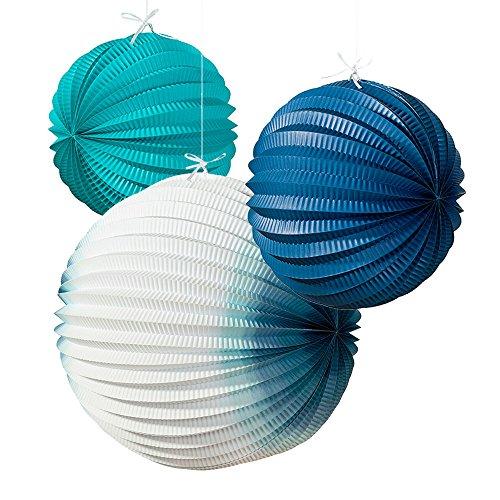 3 weiß-blaue Wabenbälle als JGA Deko