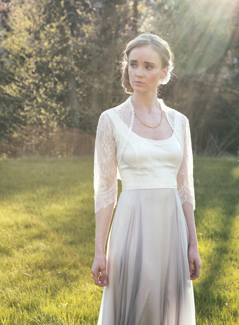 Spitzen-Bolero für euer Brautkleid und passende Haar-Blüte ...