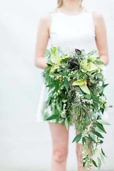 Winterhochzeit Brautstrauß Grün Weiß