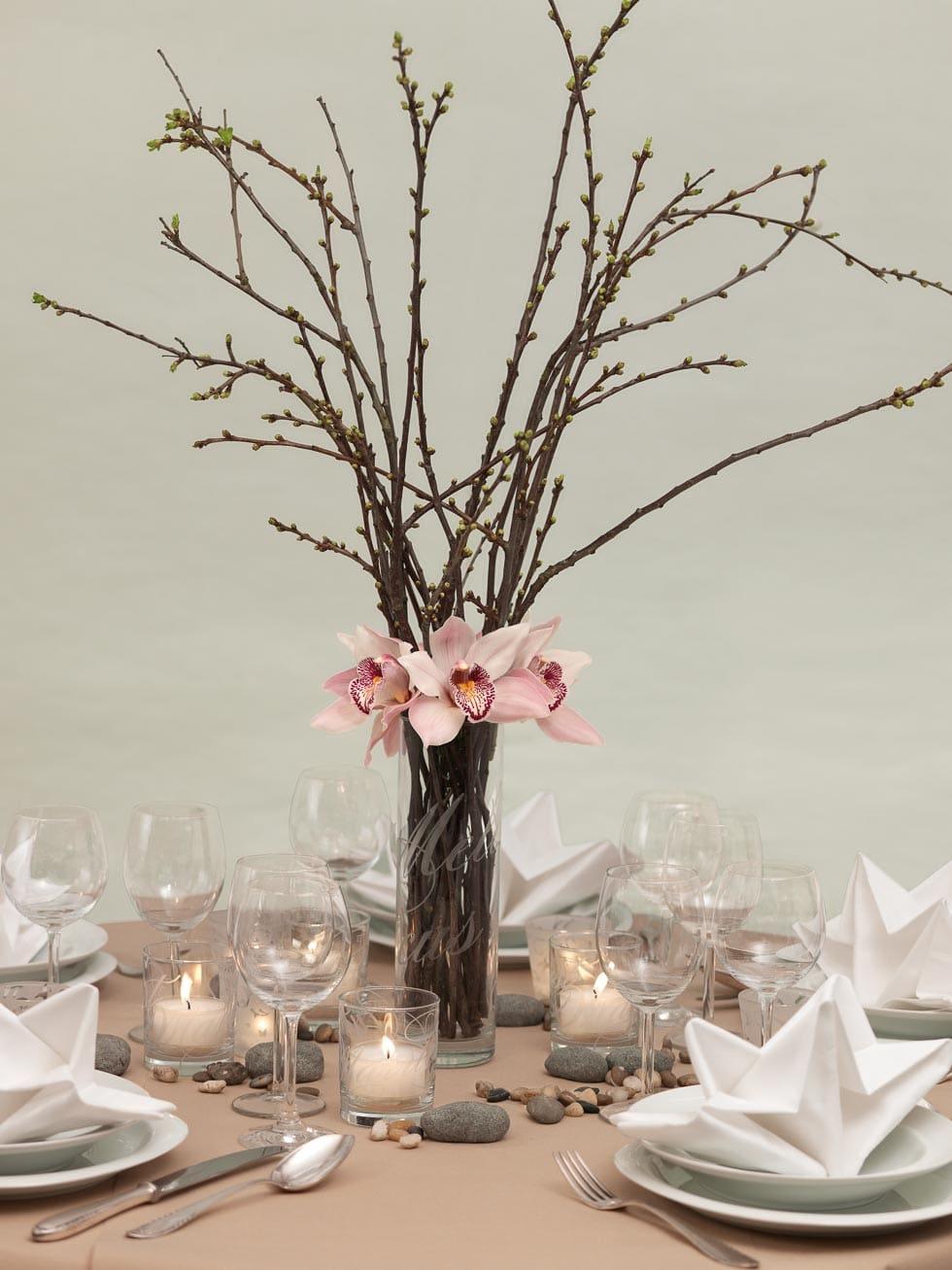 Einfache Und Naturliche Tischdekoration