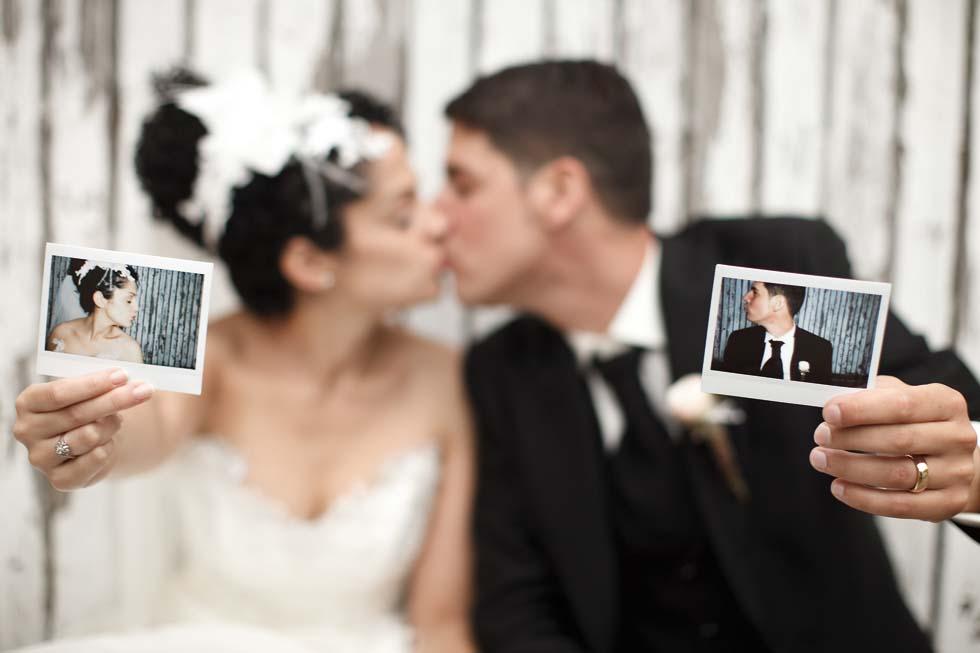 Fokus auf dem Polaroid Um dieses Detail in den Vordergrund zu stellen, wird der Hintergrund unscharf gewählt.