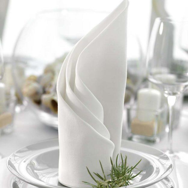 Diy hochzeit weddingstyle hochzeitsblog - Servietten falten modern ...