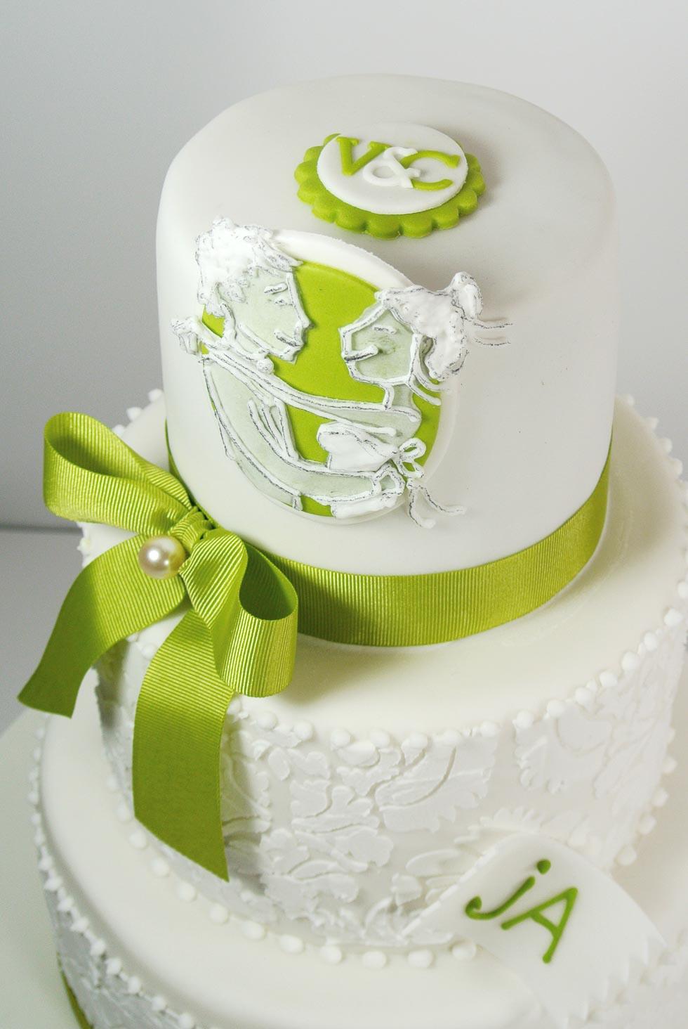 Hochzeitstorte Mit Gruner Schleife