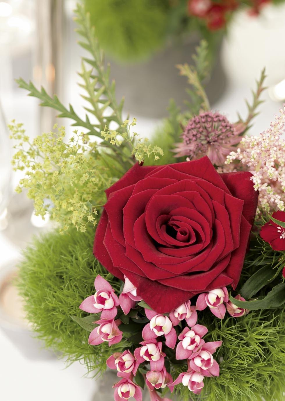 Blumendekoration Wiese