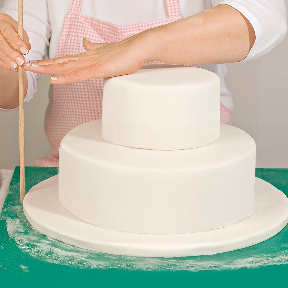 Anleitung Mehrstöckige Hochzeitstorte übereinander Stapeln