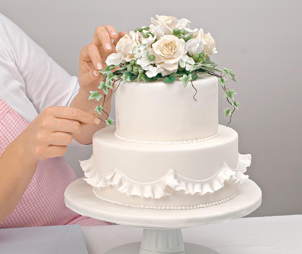 Hochzeitstorte dekorieren Zuckerblüten