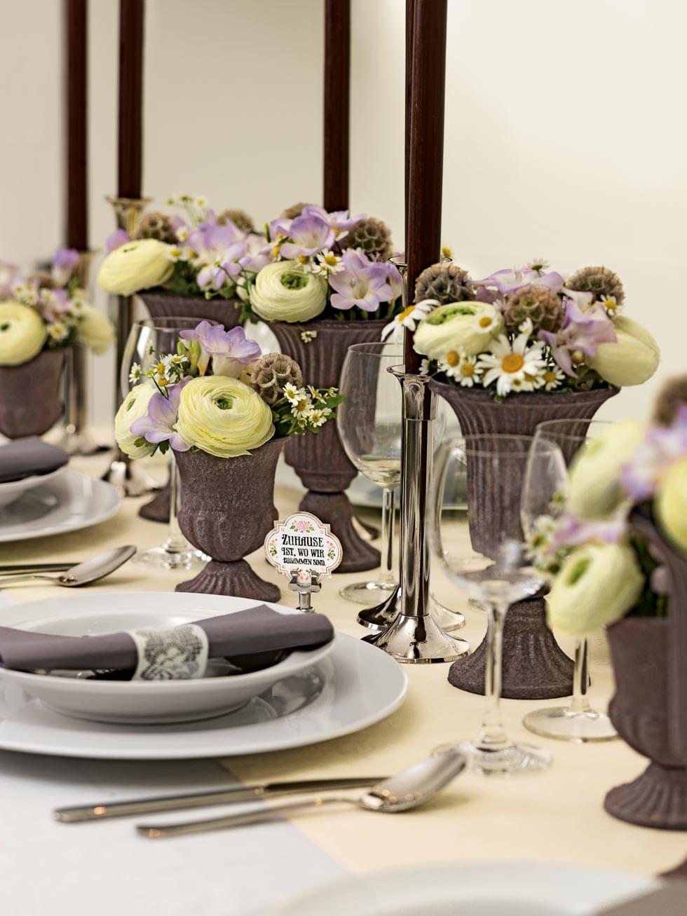 Tischdeko mit Wiesenblumencharackter