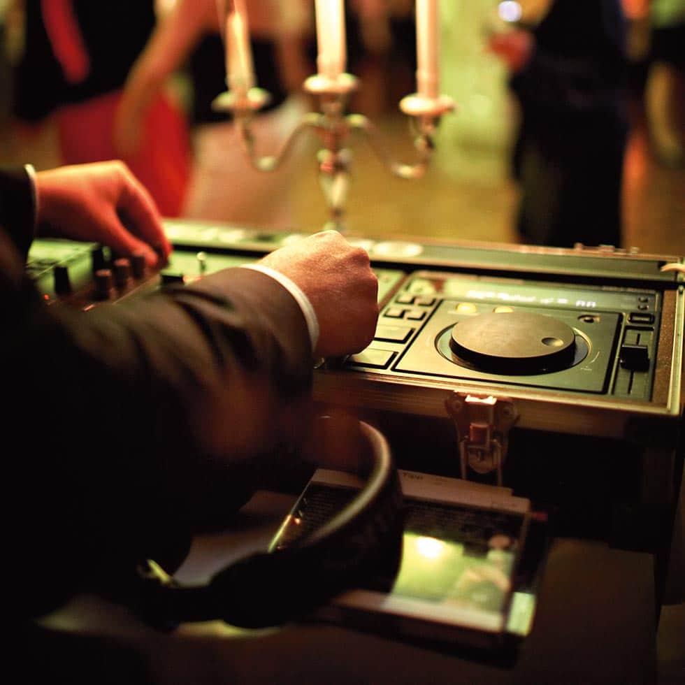 Hochzeits-DJ bei der Arbeit