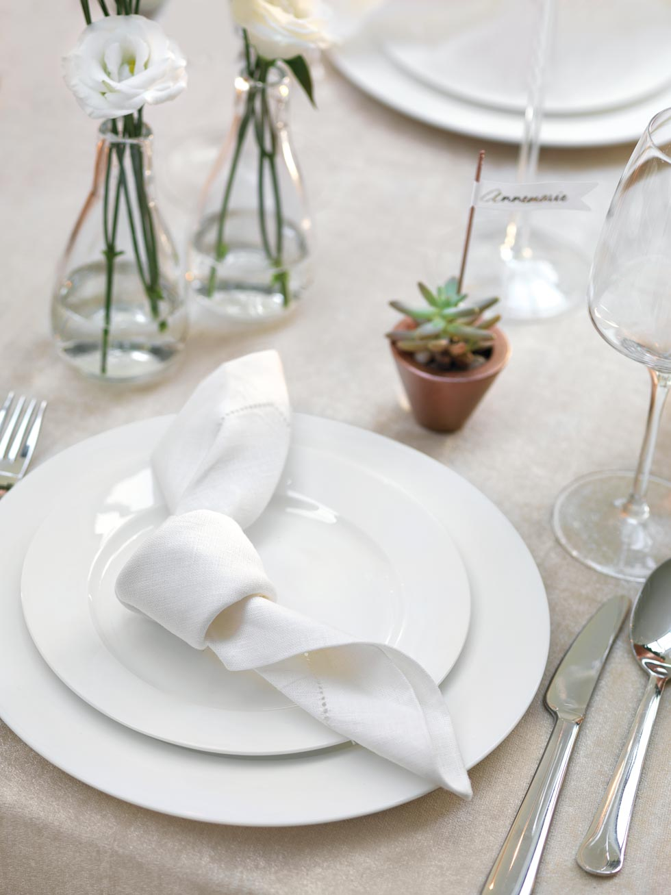 Tischdekoration geknotete Serviette