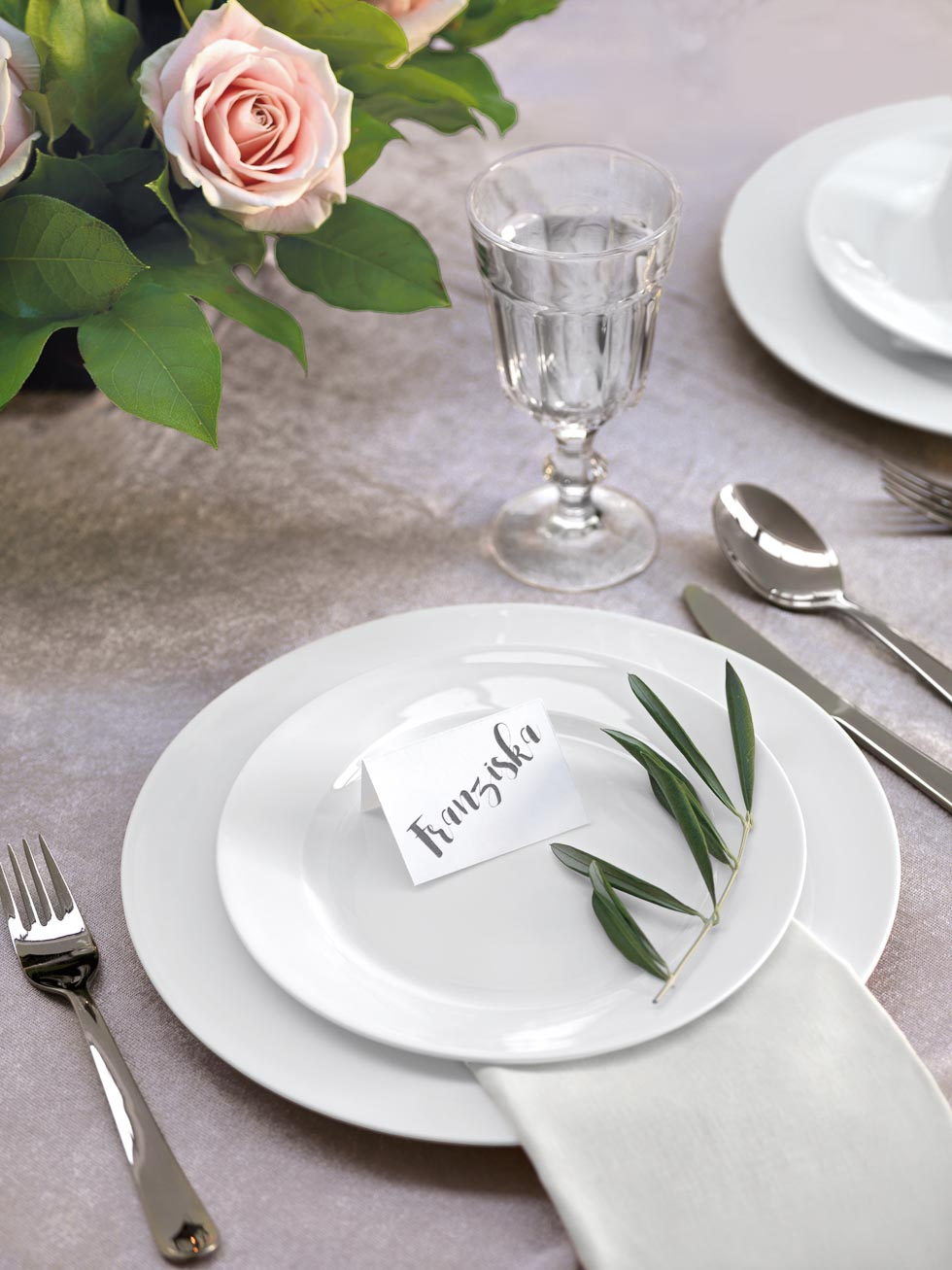 Tischdekoration Platzkarten mit Brush-Schrift