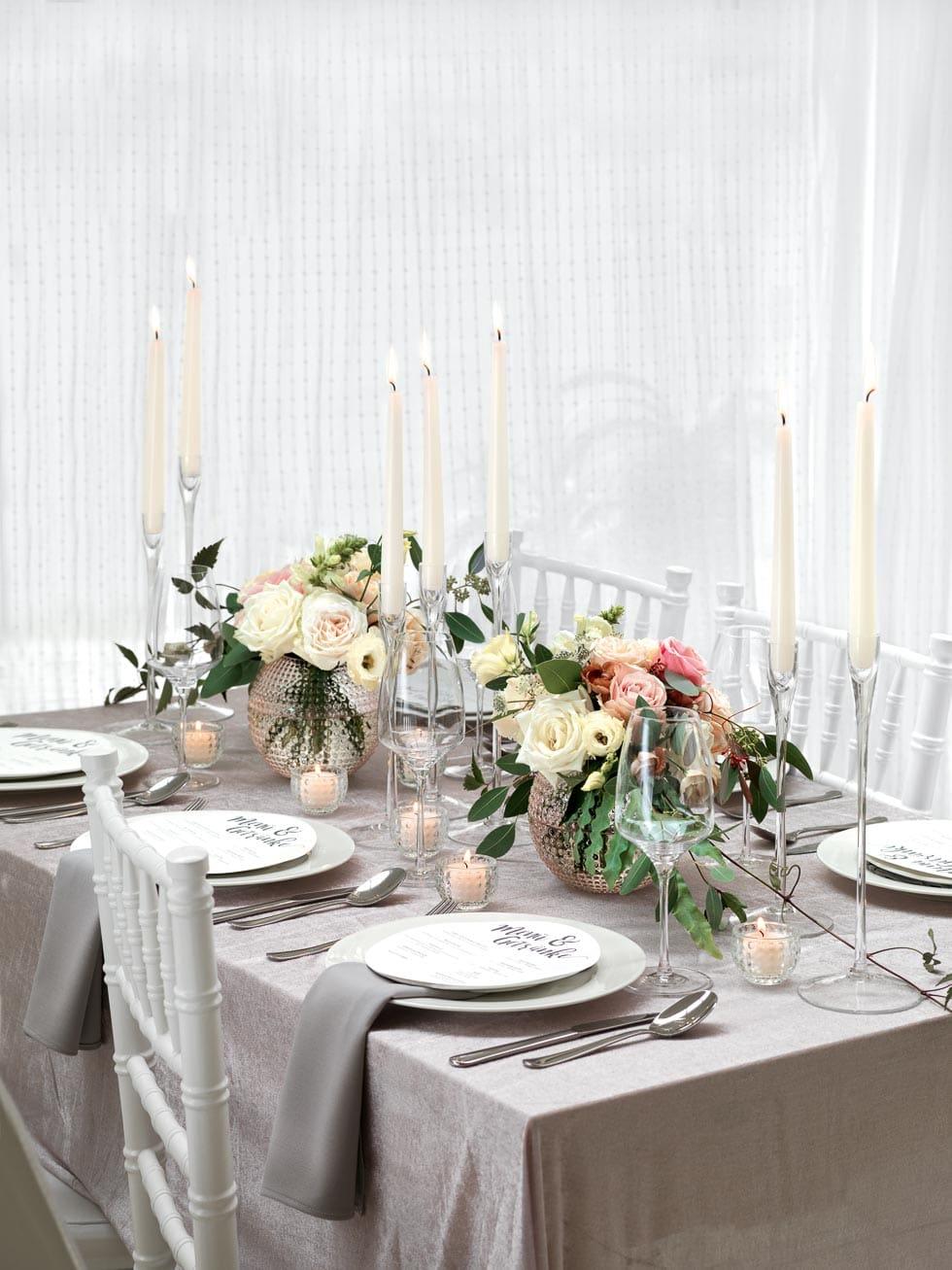 Tischdeko In Pastelltonen Mit Rosen In Beige Und Zartrosa