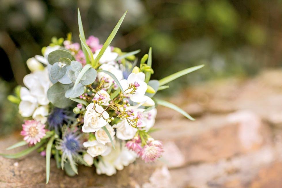 Brautstrauß Weiß, Lila und Rosa