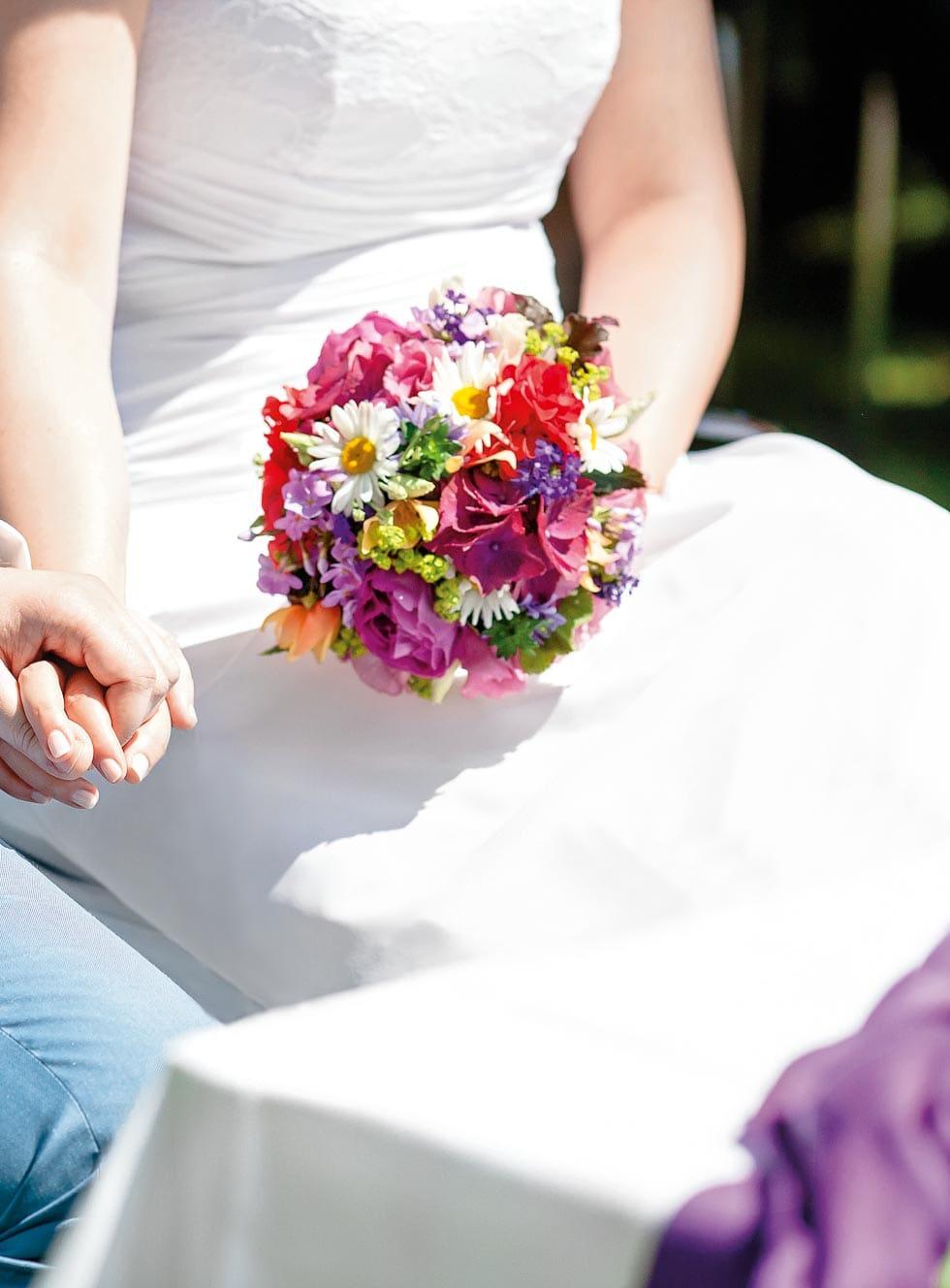 Brautstrauß Lila, Rot und Weiß