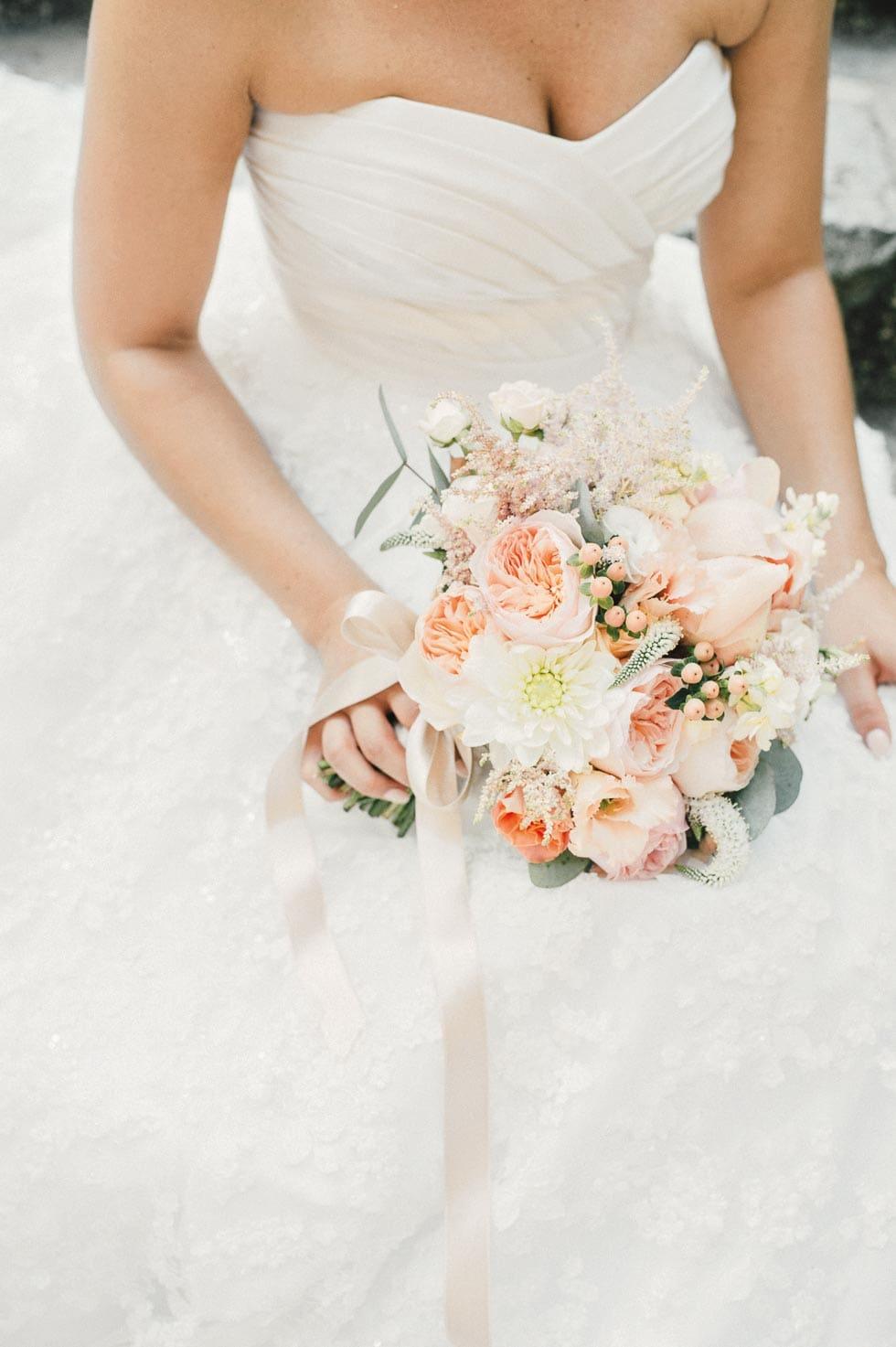 Brautstrauß Pfirsich – Hochzeit planen mit weddingstyle