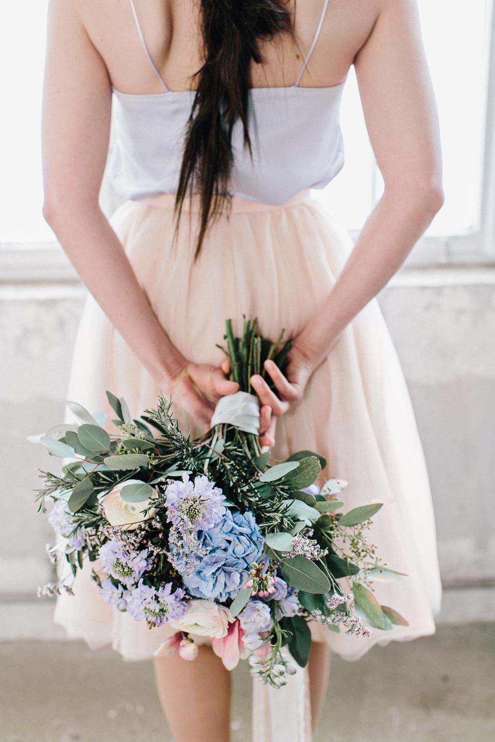 Brautstrauß Blau, Lila und Rosa