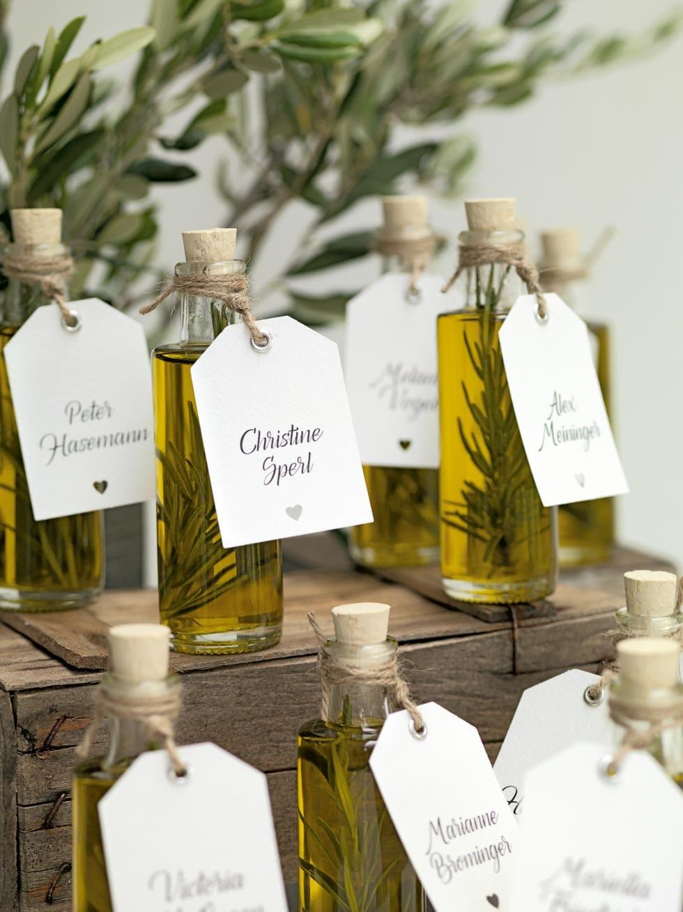 Olivenöl gastgeschenke mit individualisiertem anhänger