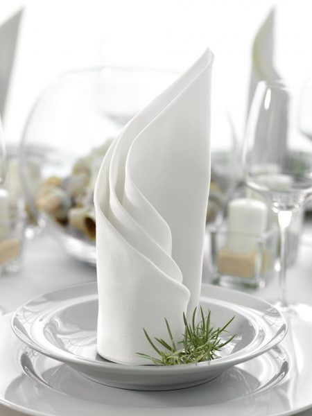 Tischdekoration Weiß und Grau