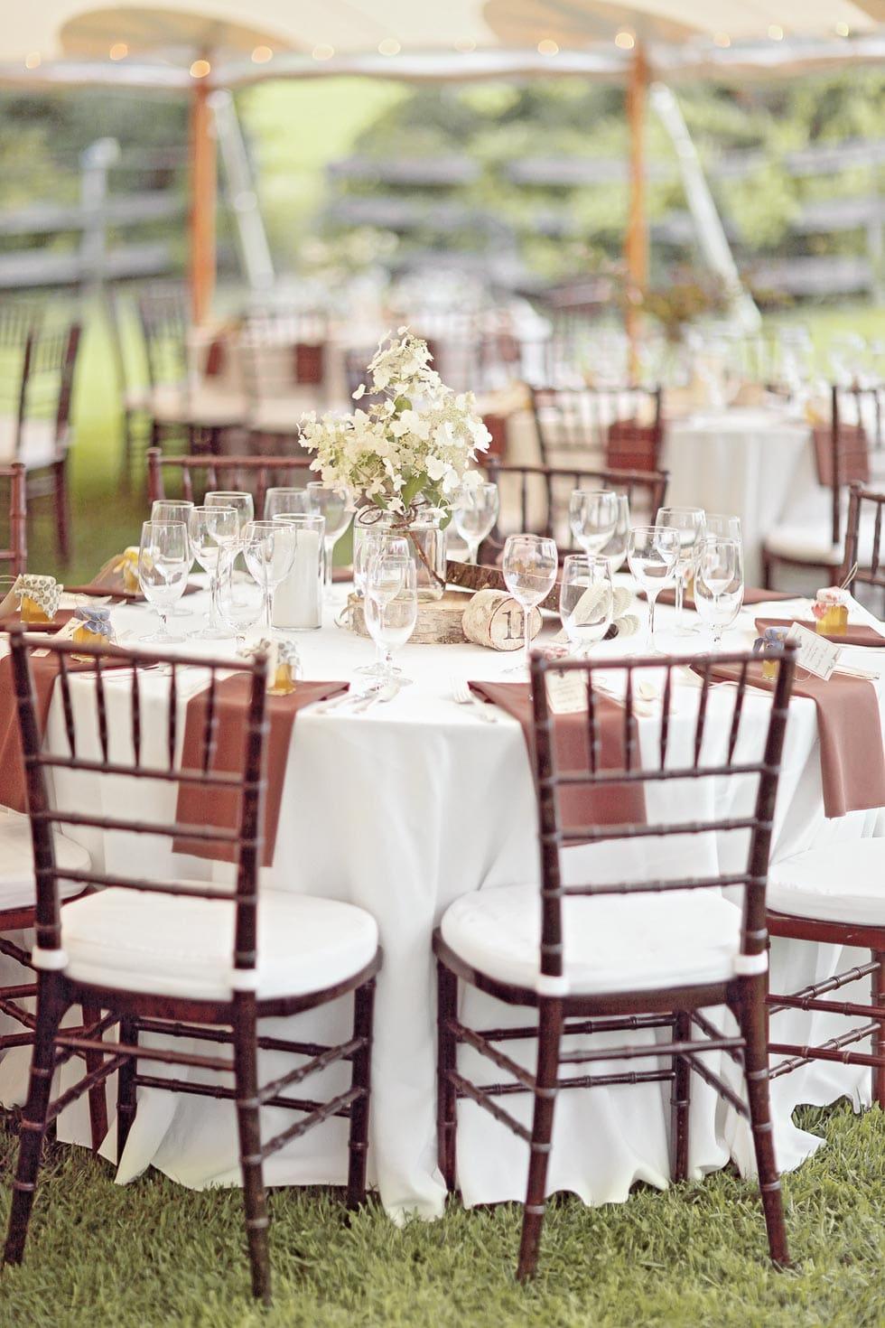 Tischdekoration Weiß und Braun