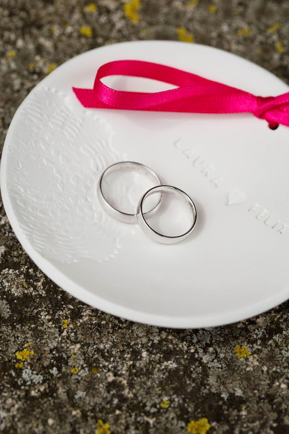 Ringkissen Weiß und Pink