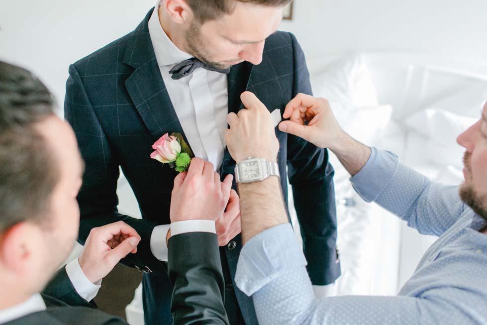 Hochzeitsanzug mit Fliege