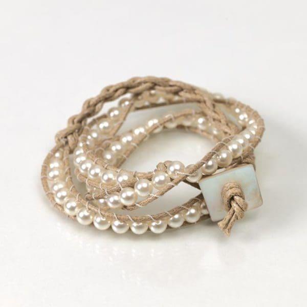 Armband mit Perlen