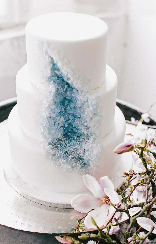 Hochzeitstorte mit Kristallen