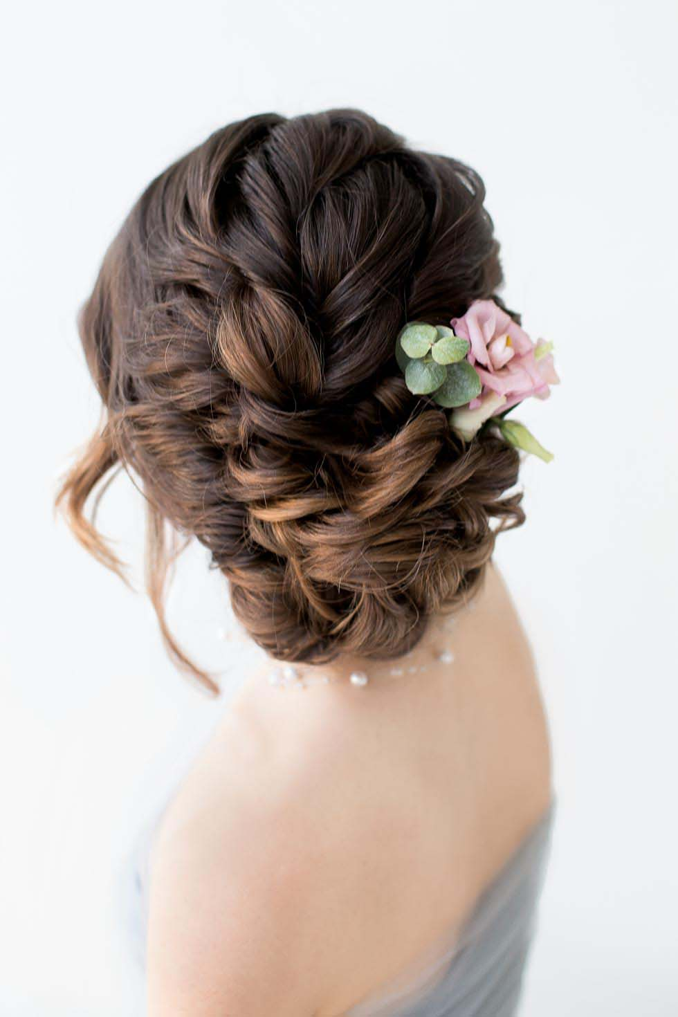 Brautfrisur hochgesteckt Blüte