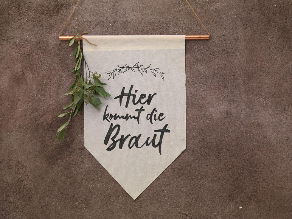 Hochzeitsschild Hier kommt die Braut DIY