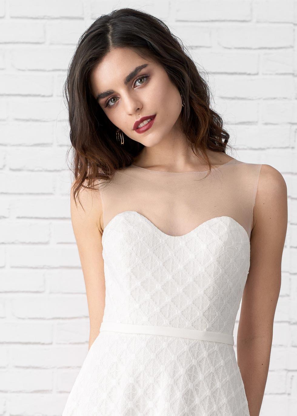 Brautkleid transparenter Ausschnitt