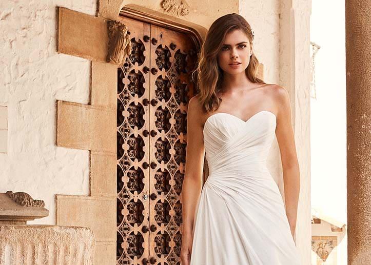 Brautkleid mit diagonaler Taille Pronovias