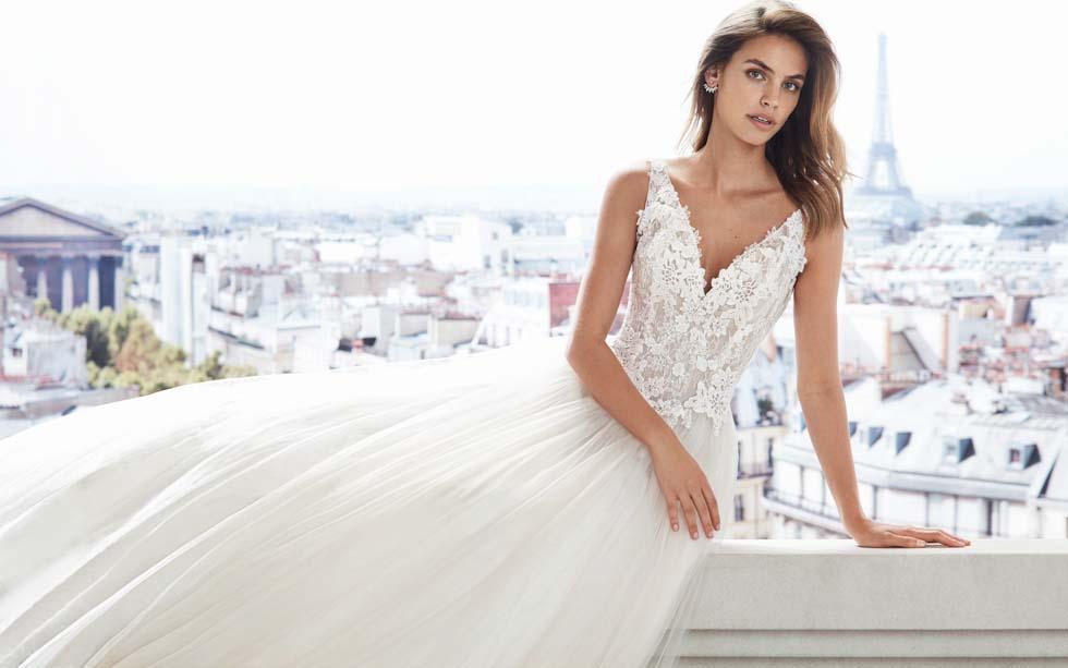 Brautkleid V-Ausschnitt Luna Novias