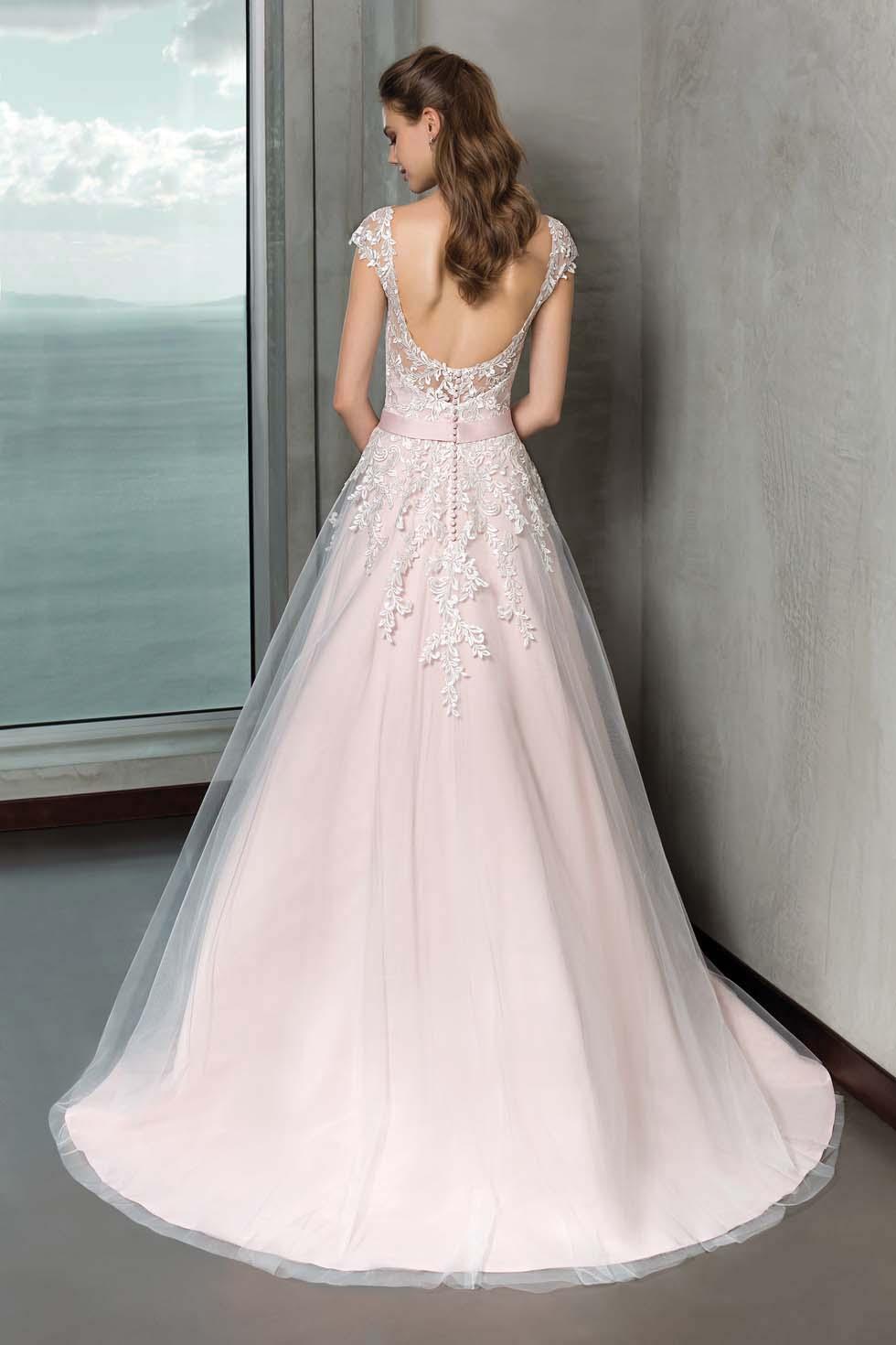 Brautkleid-Farbe: So wählt ihr die perfekte Farbnuance für euren Teint