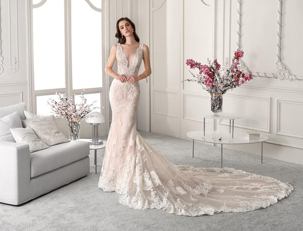 Brautkleid mit V-Ausschnitt Demetrios