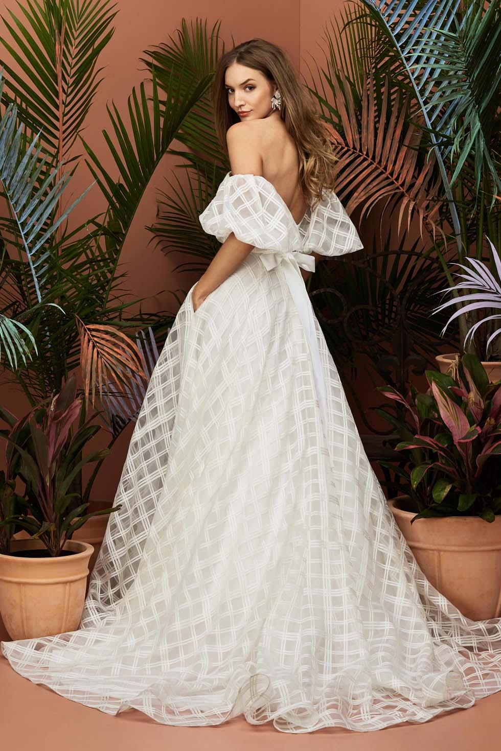 Brautkleid mit Puffärmeln w-too Brides