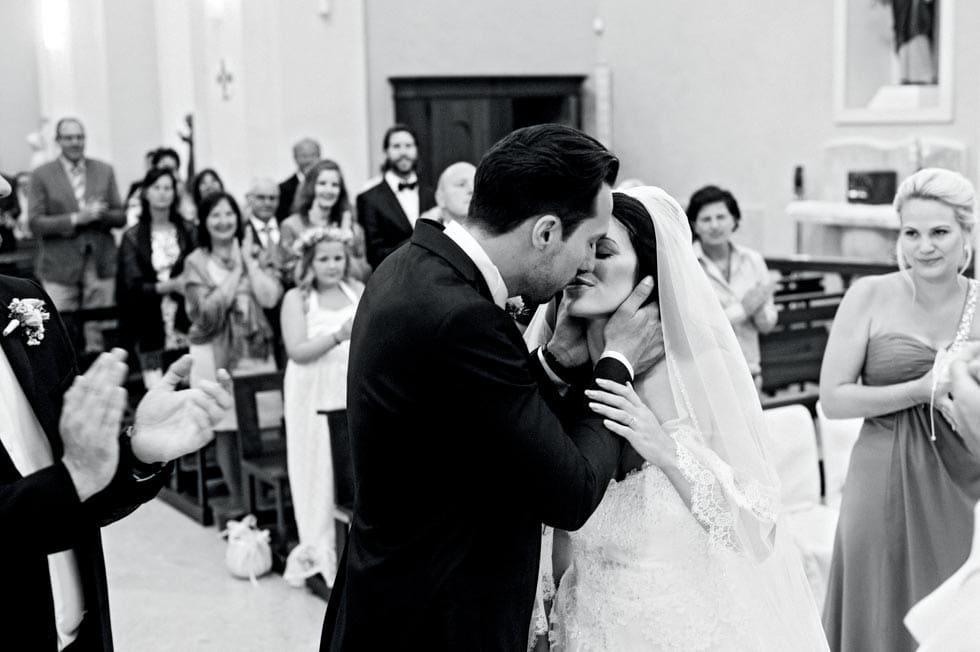 Hochzeitskuss Brautpaar