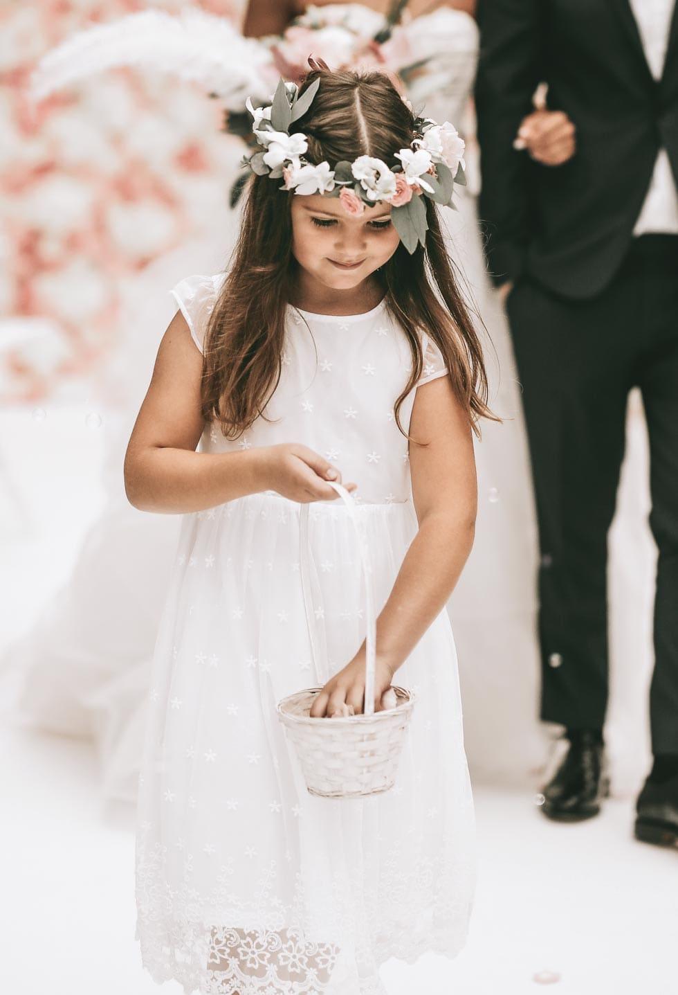 Blumenkind Einzug Hochzeit
