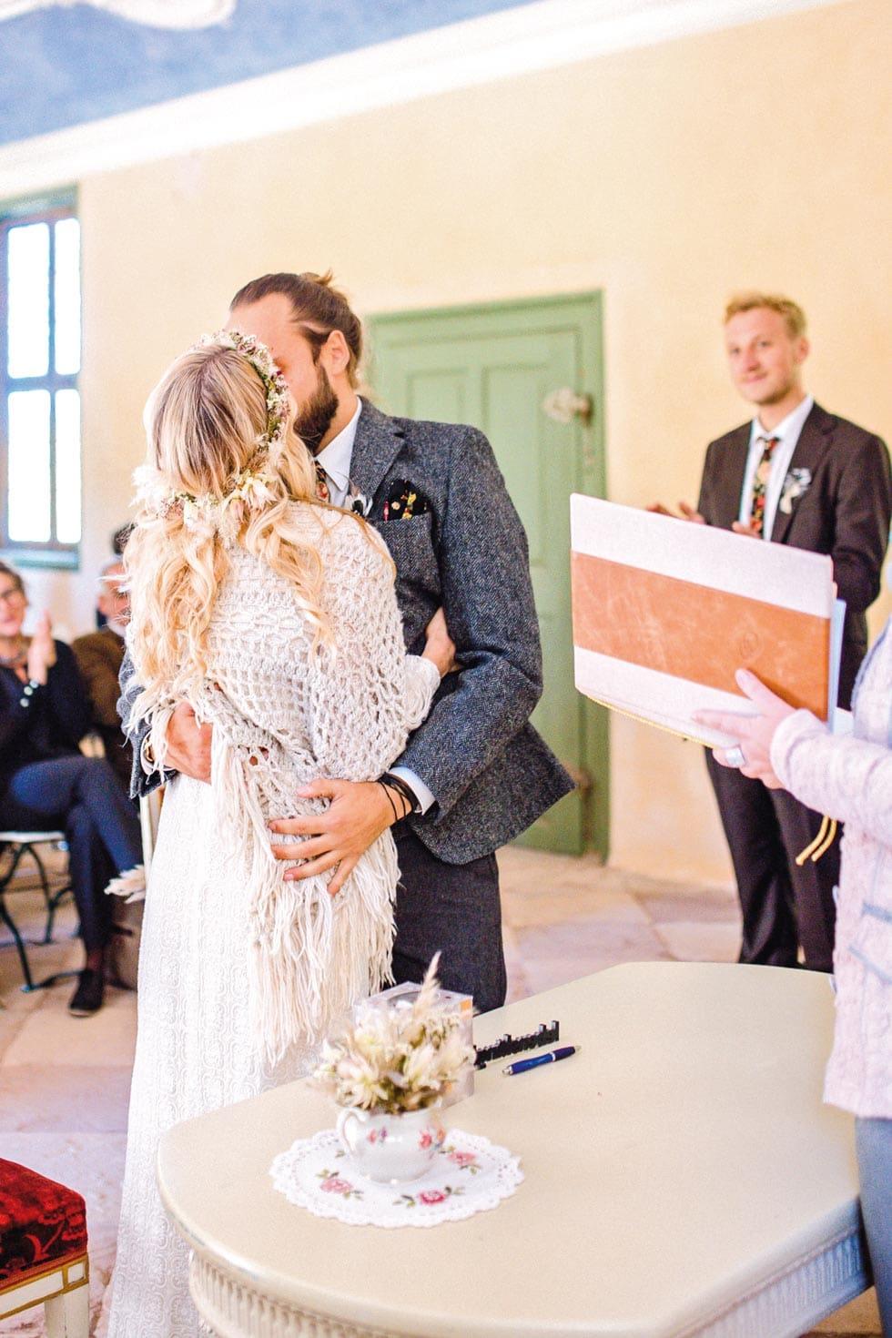 Kuss Brautpaar Trauung