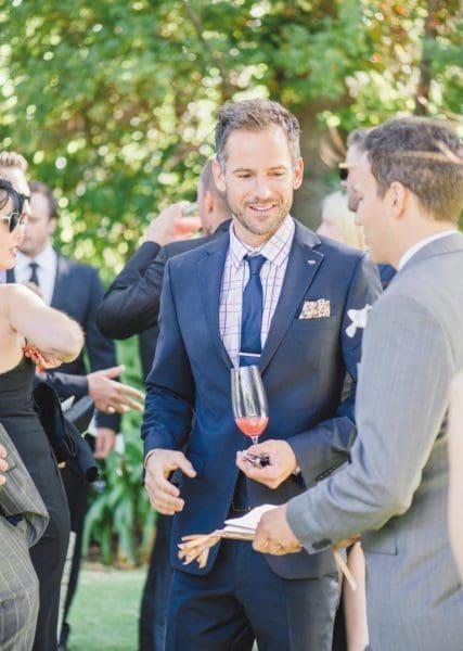 Hochzeitsgäste vor der Trauung