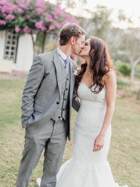 Brautpaar Kuss Hochzeitsfoto