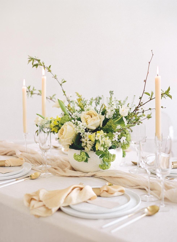 Hochzeitsdeko Blumengesteck Creme Grün