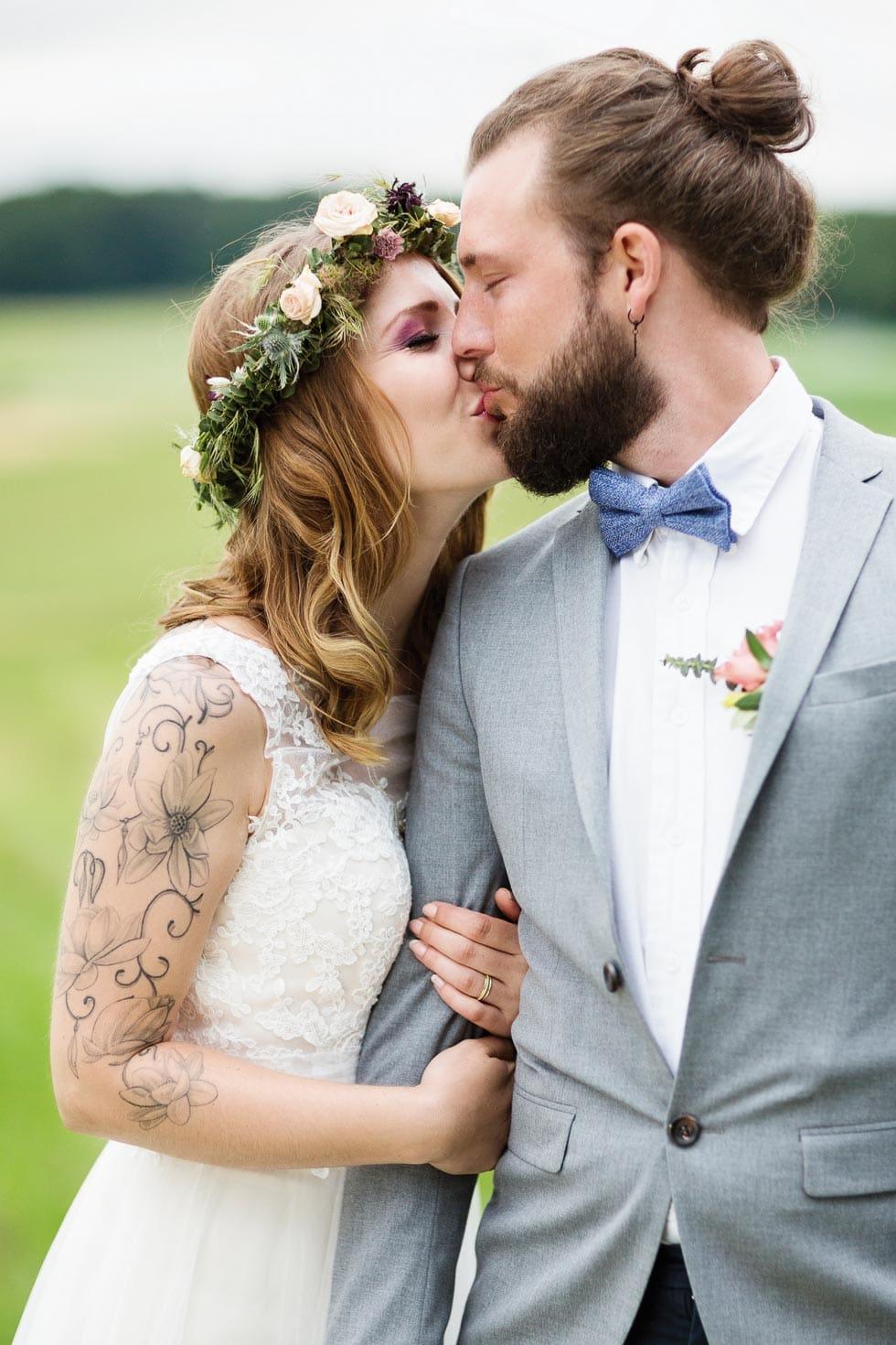 Hochzeitsfoto Hochzeitskuss Brautpaar