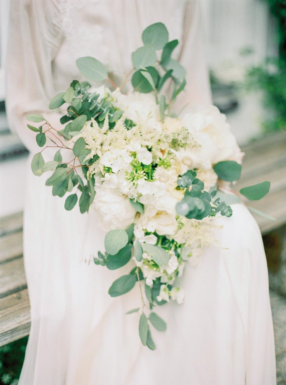 Brautstrauß asymmetrisch