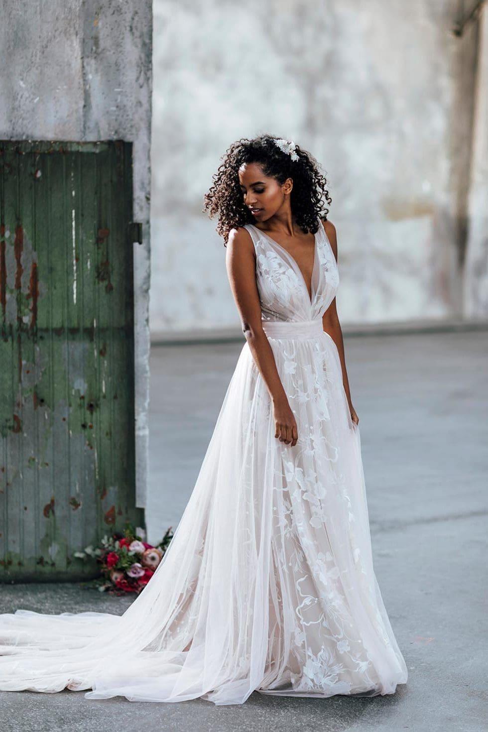 Brautgeschäft White Silhouette