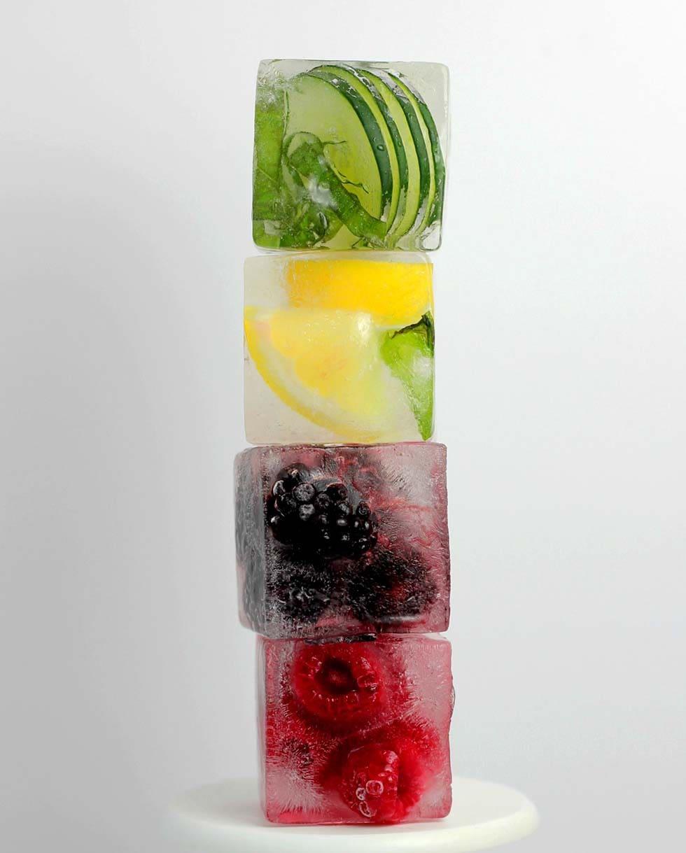 Früchte in Eiswürfeln