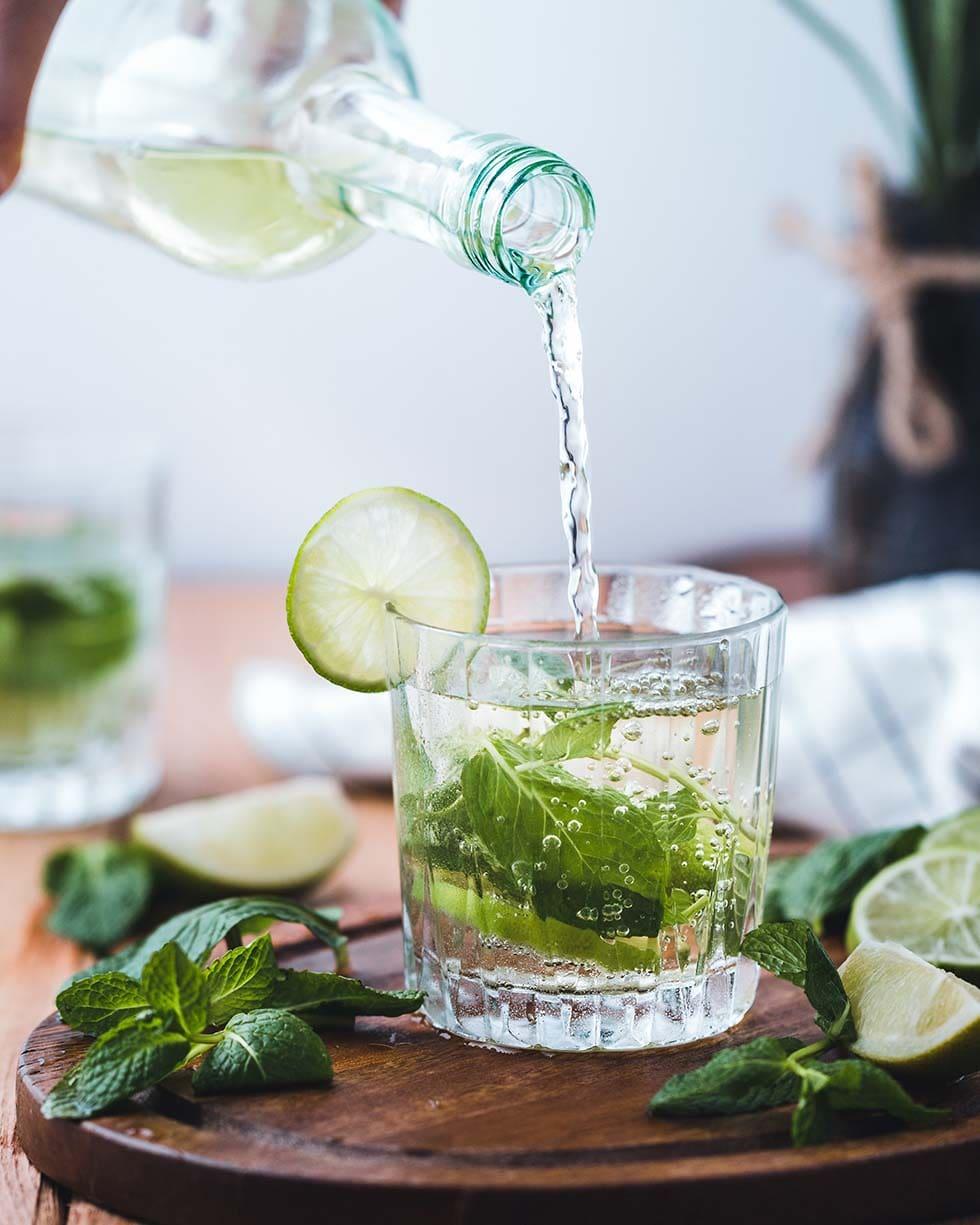 Cocktail mit Kräutern