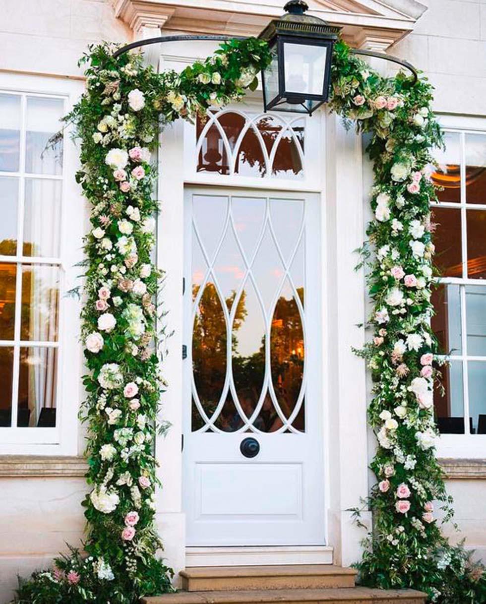 Kränzen zur Hochzeit: Damit versüßen euch die Nachbarn die